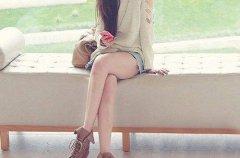 健康小常识:跷二郎腿对女生有什么危害